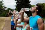 Beber água emagrece e preserva a saúde: tudo que você precisa saber sobre hidratação